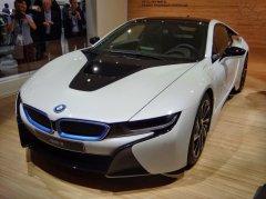 BMW рассекретил российские цены на гибрид i8 с лазерной оптикой
